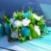 Потеряна цветочная композиция со свадебной машины на магните