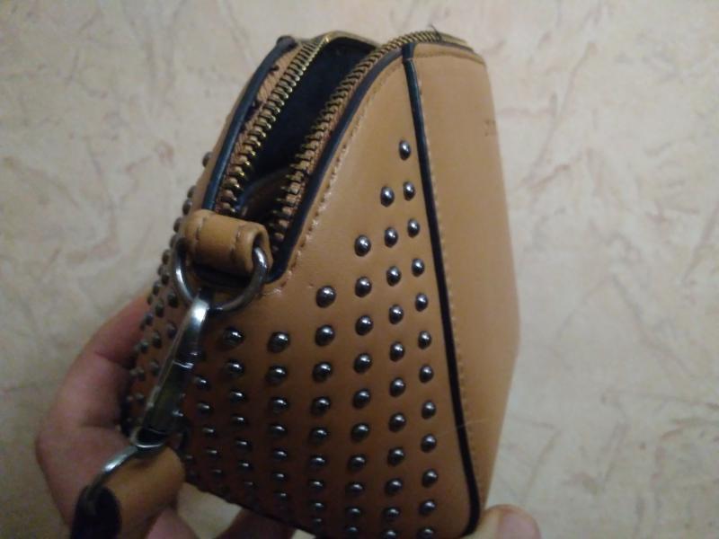 Найдена женская сумочка с личными вещами
