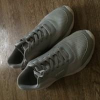 Утерян бело-синий пакет с кроссовками